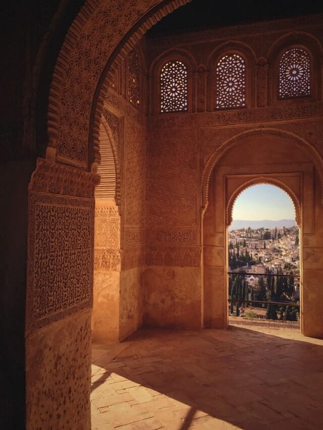 alhambra construida con ladrillos